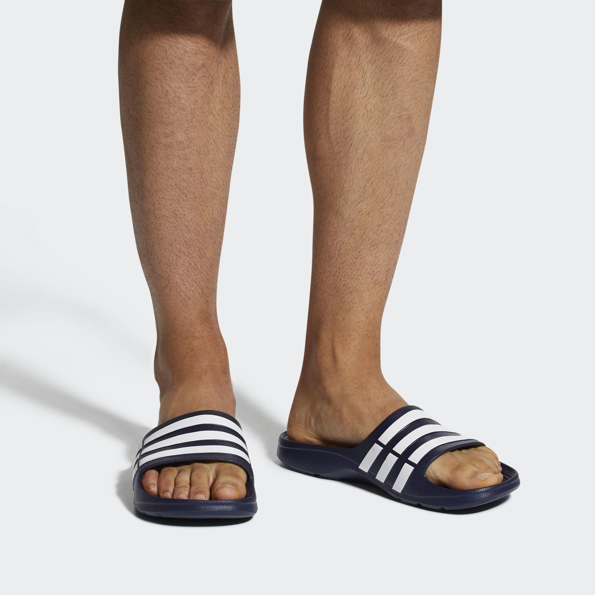 best loved 8edf8 3781e adidas duramo Slipper - schwarz  adidas Deutschland