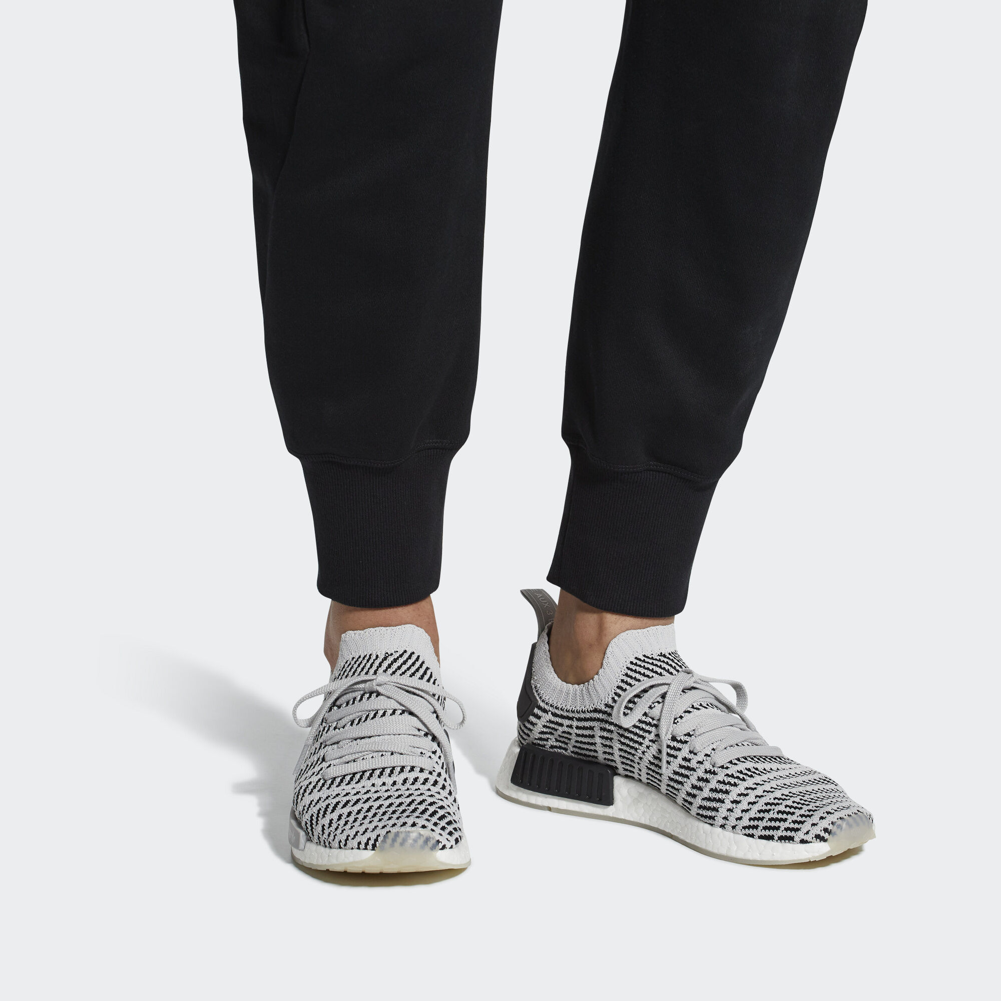 on sale 5cf23 05c06 adidas NMDR1 STLT Primeknit Schuh - Rot  adidas Austria